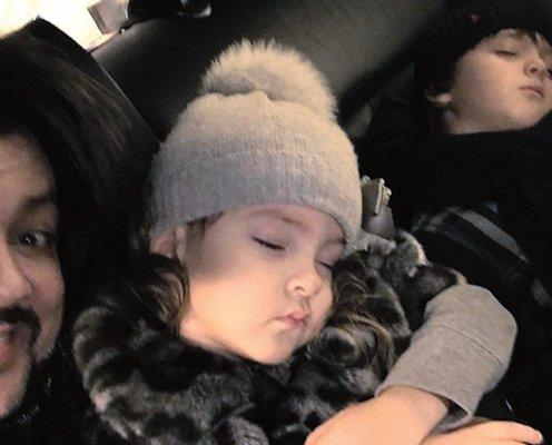 Из кинофильмов - Спят усталые